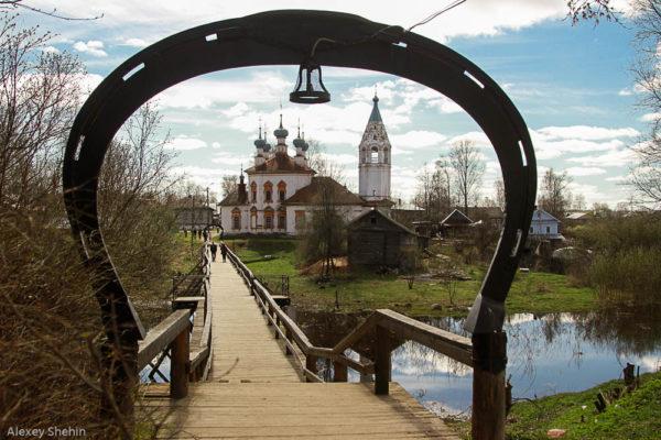 Подкова на мосту к Церкови Благовещения Пресвятой Богородицы